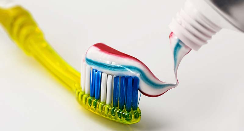 Kako ukloniti zubni kamenac